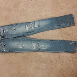 Jessica Simpson destroyed jeans